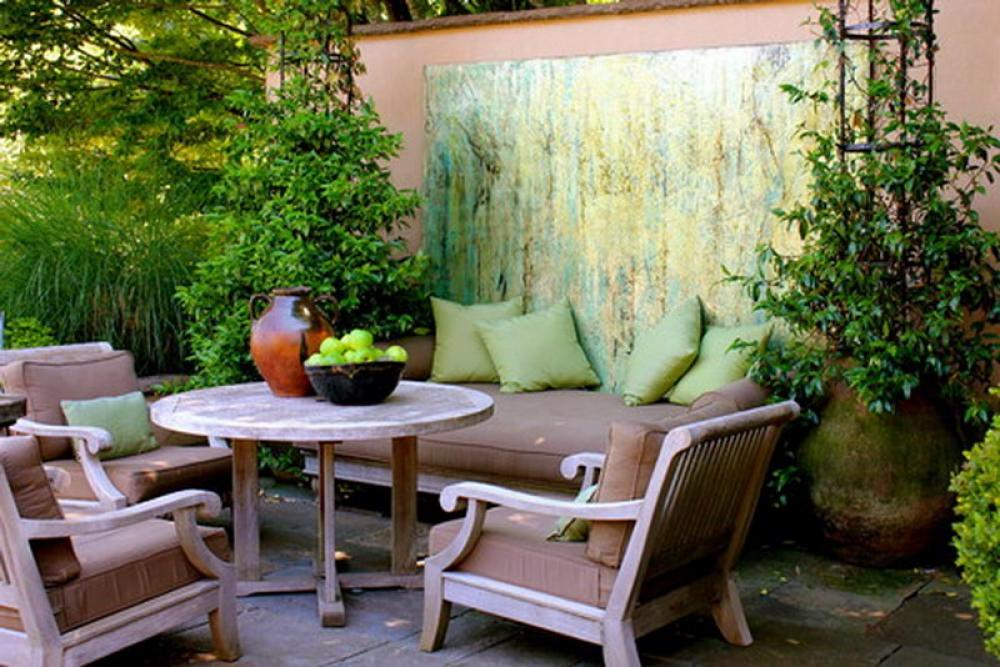 5 small patio decor ideas decorilla for Patio decorating photos
