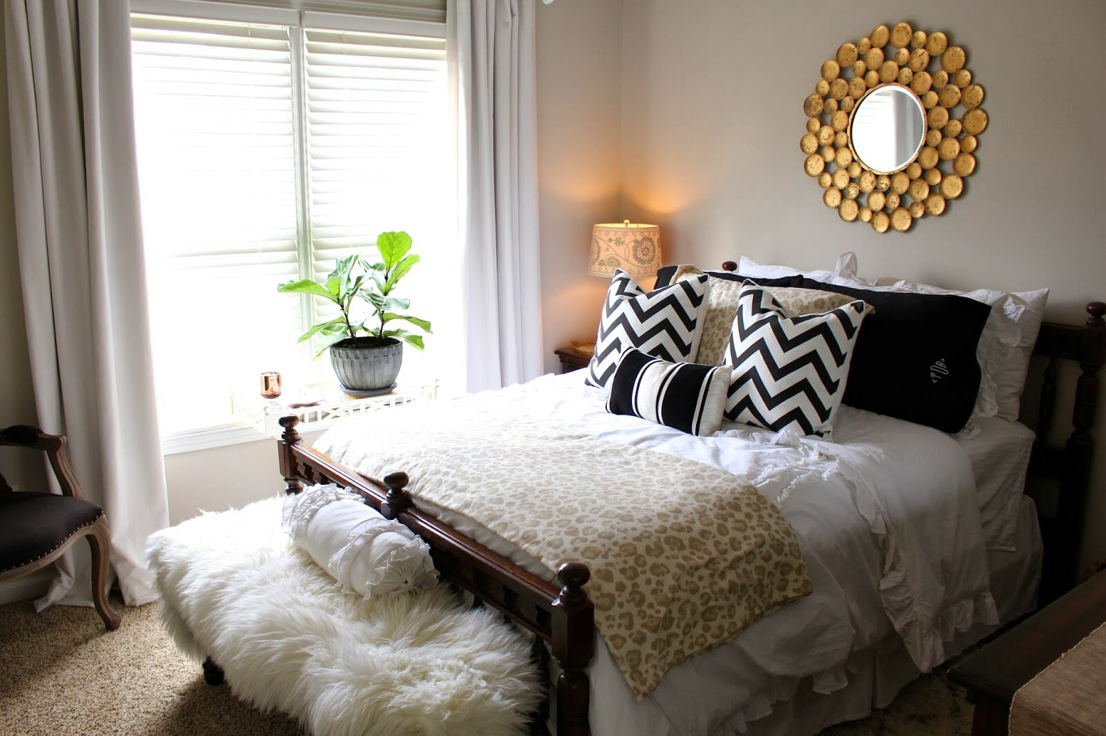 Top 5 decor tips for creating the perfect guest room for Bedroom decorating tips small space