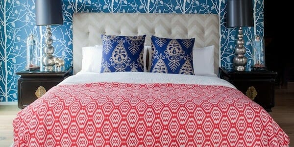 mixing-patterns-bedroom-wallpaper-600x300