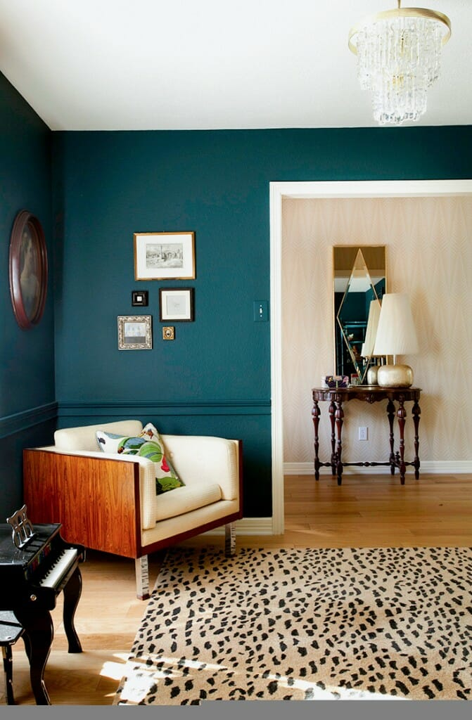 how to use bold paint colors in your living room. Black Bedroom Furniture Sets. Home Design Ideas