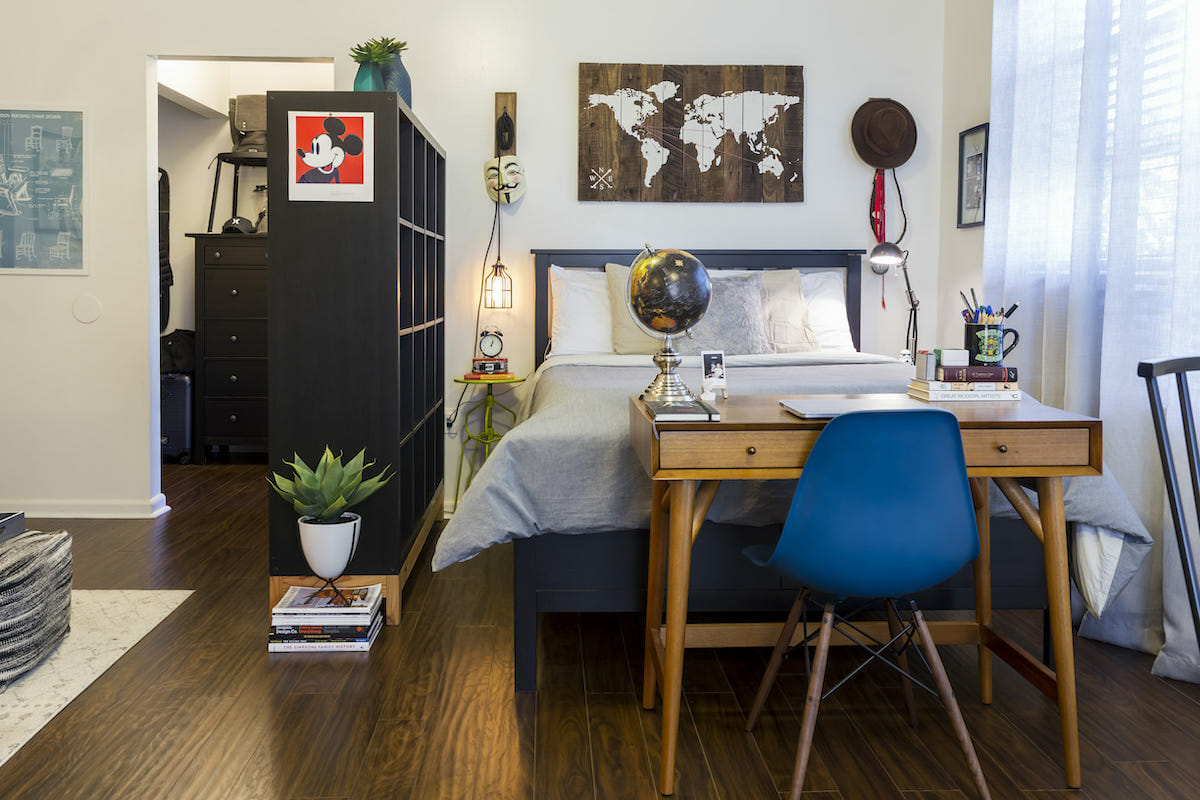 Dividers as small apartment decor in an eclectic studio