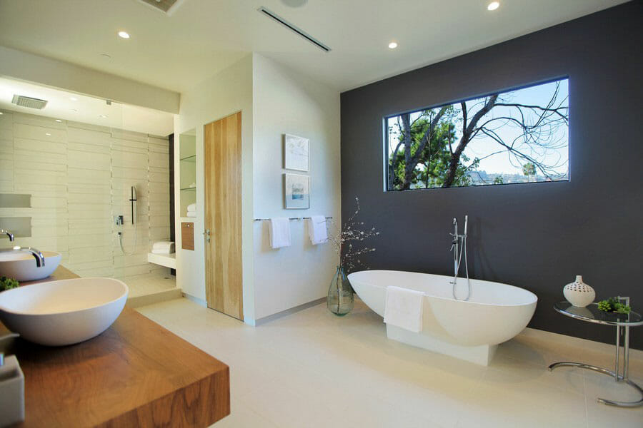 How to create your ultimate sanctuary with our 5 favorite luxury bathrooms decorilla for Photos of contemporary bathrooms