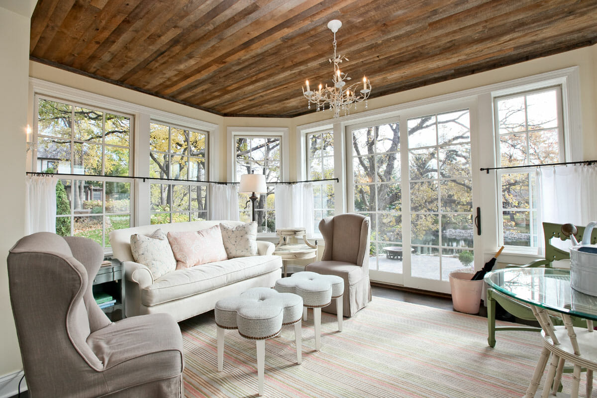 Wood Panelled Ceiling Decoration In A White Living Room With Chandelier