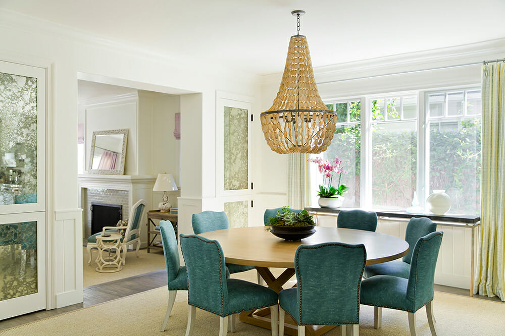 Luxurious dining room with chandelier interior design help