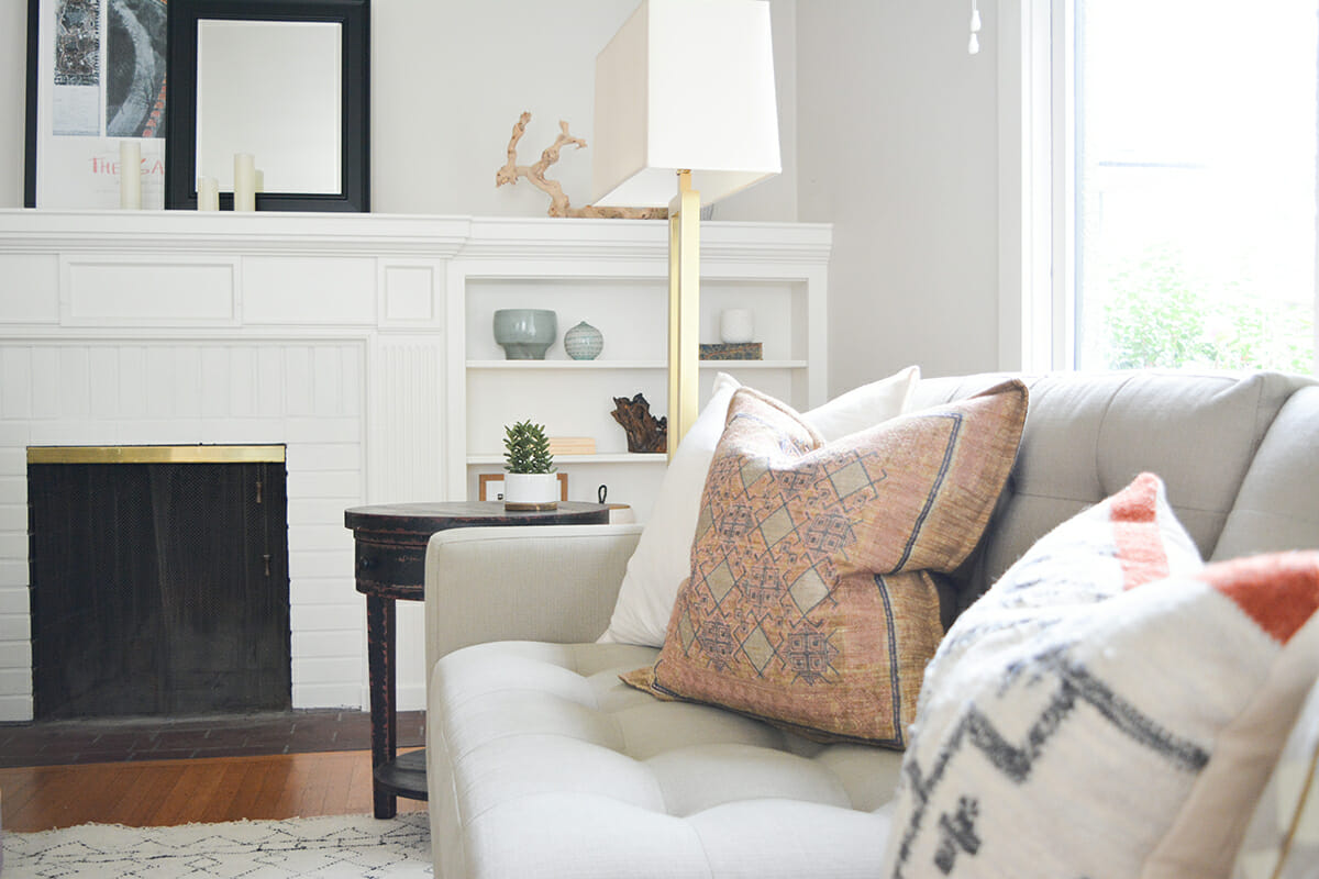 interior-design-help-living-room-with-beautiful-scatter-cushions-and-metallic-accents