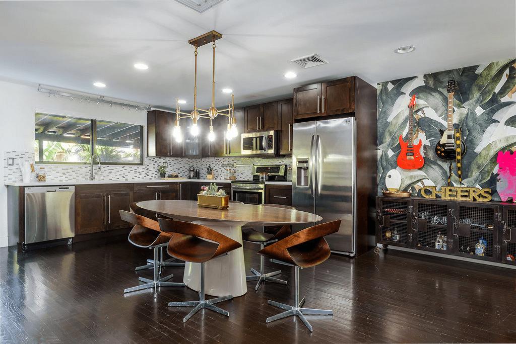 fall interior design trends wallpaper
