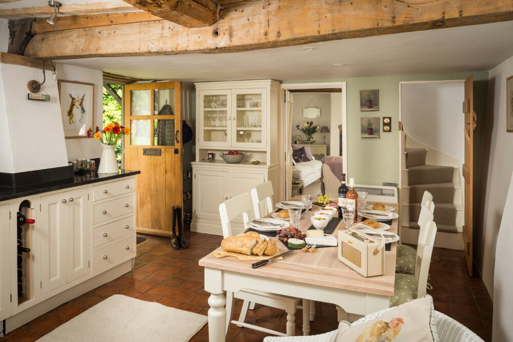 cozy traditional cottage interior design