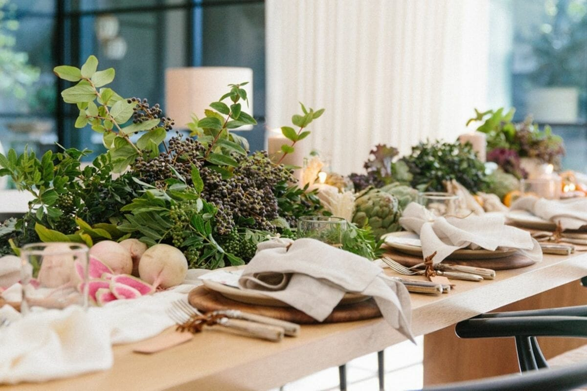 Farm to table Thanksgiving table decor and setting idea