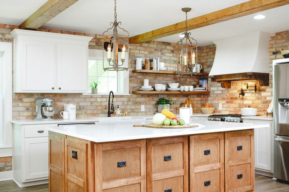 Modern farmhouse decor with kitchen island