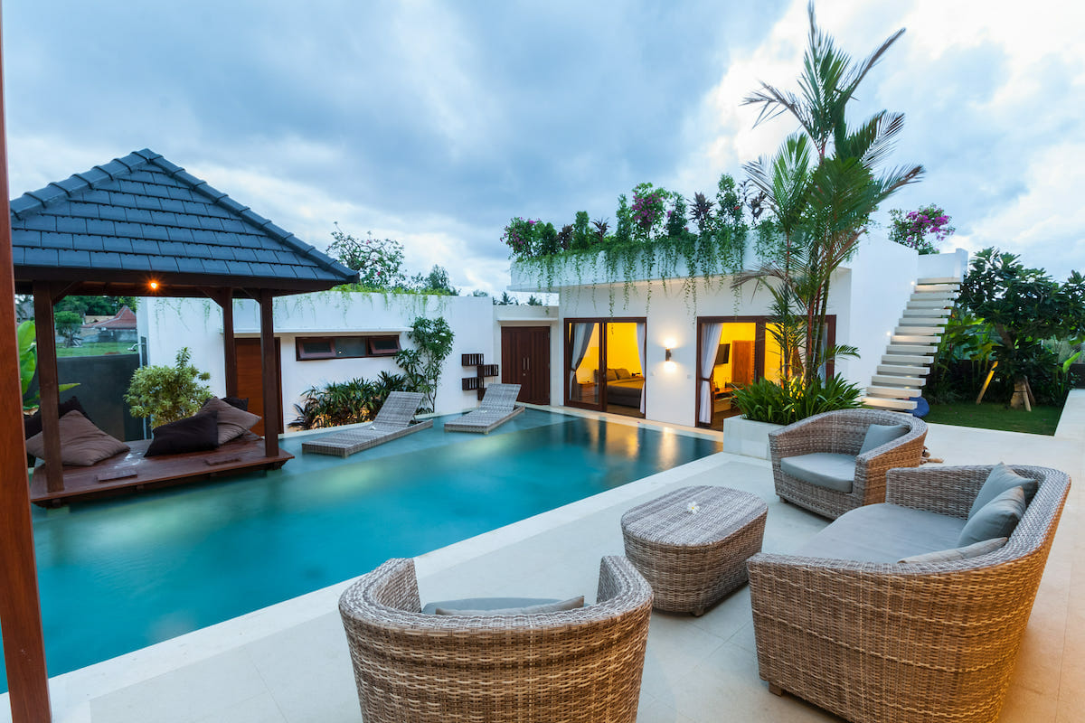 Tranquil poolside decorating ideas by Amelia R